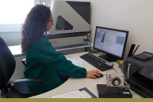 Tecnico Nicasil in fase di analisi al computer