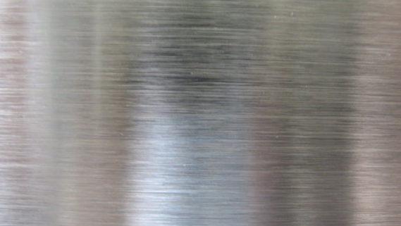 superficie metallica con trattamento antiattrito