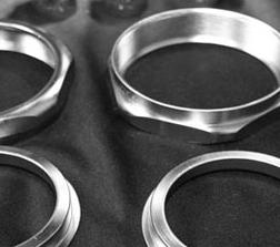 Componenti metallici con trattamento al nichel