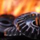 Ingranaggi metallici e fonte di calore